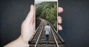 manipulation-smartphone-2507499_640