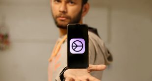 pratik-holding-phone techwiser