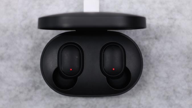case-charging - Redmi Airdots Review