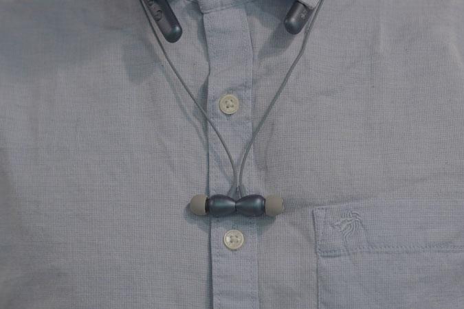 neckband-magentic-back